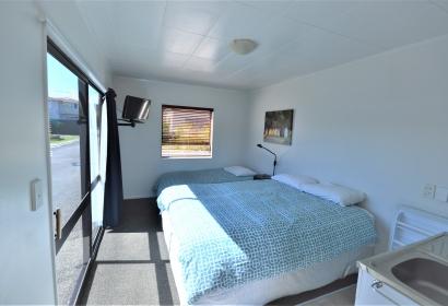 Ensuite cabins queen bed
